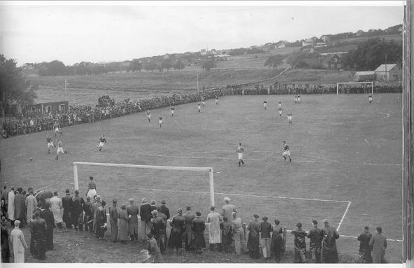 Første fotballklubb med eget gras